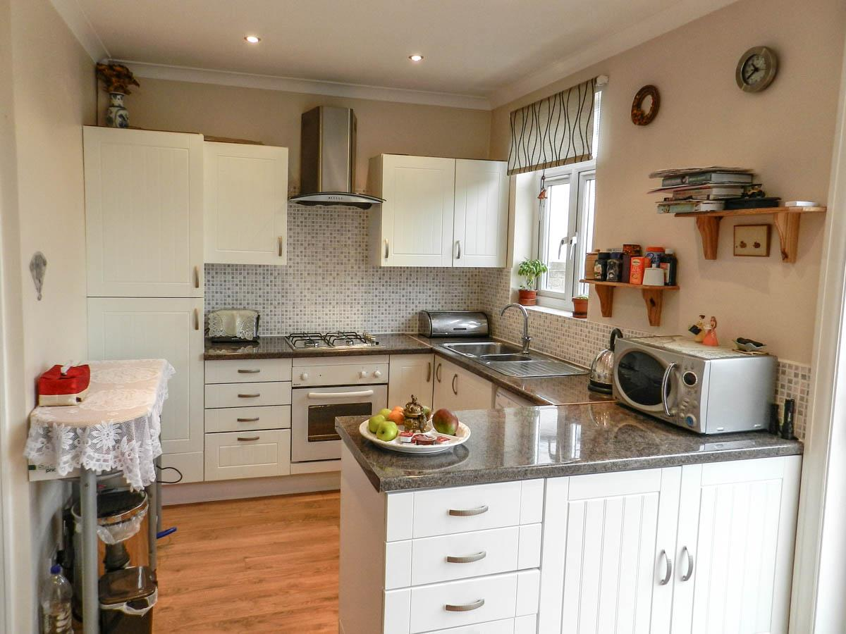 3 Bedrooms Semi Detached House for sale in Malden Road, Cheam, Sutton